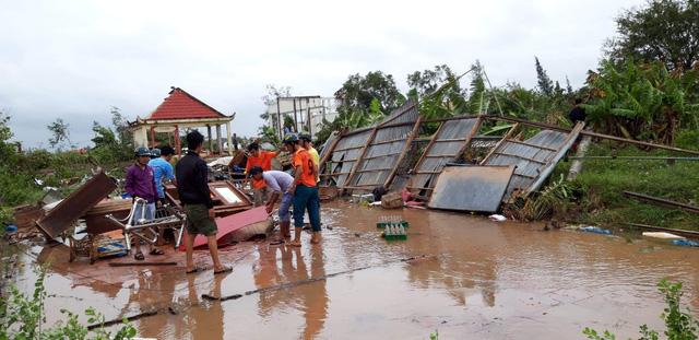 171 căn nhà ở Bạc Liêu bị sập và tốc mái do lốc xoáy - Ảnh 2.