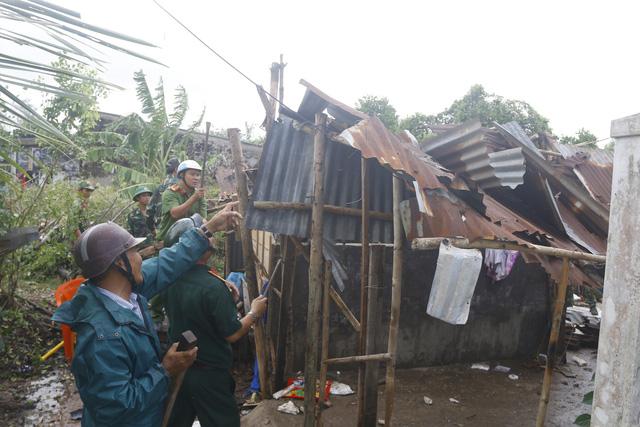 171 căn nhà ở Bạc Liêu bị sập và tốc mái do lốc xoáy - Ảnh 1.