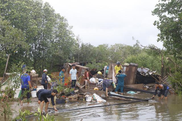 171 căn nhà ở Bạc Liêu bị sập và tốc mái do lốc xoáy - Ảnh 3.