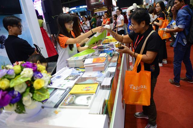 Đài Loan tính nới lại visa Quan Hồng cho du khách Việt Nam - Ảnh 1.