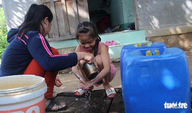 Chương trình chia sẻ nước sạch: Bao năm chờ dòng nước sạch - Ảnh 1.