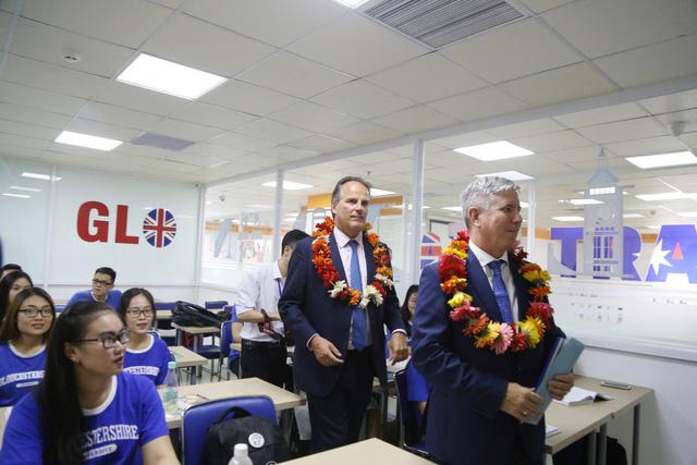 Quốc vụ khanh Vương quốc Anh đến thăm và làm việc tại UEF - Ảnh 2.