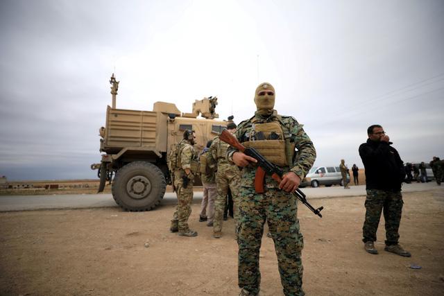 Mỹ tìm cách rút quân nhưng vẫn đe nẹt chính quyền Syria - Ảnh 1.