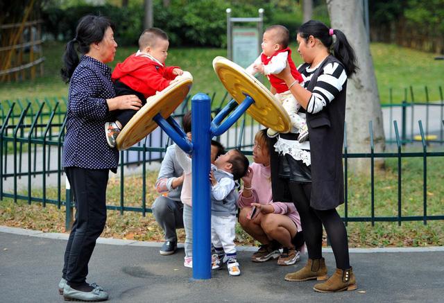 Trung Quốc lo dân số giảm không chặn được - Ảnh 1.