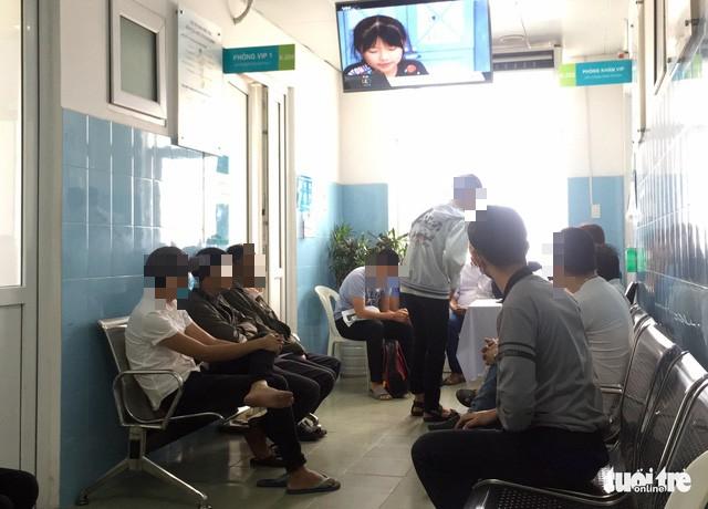 Bệnh viện Bình Dân có phòng khám cho người đồng tính - Ảnh 1.
