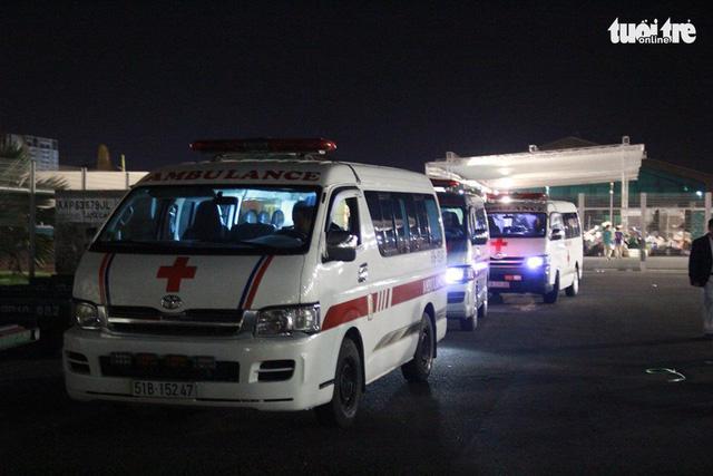 Máy bay chở thi thể ba du khách vụ đánh bom ở Ai Cập về đến TP.HCM - Ảnh 8.