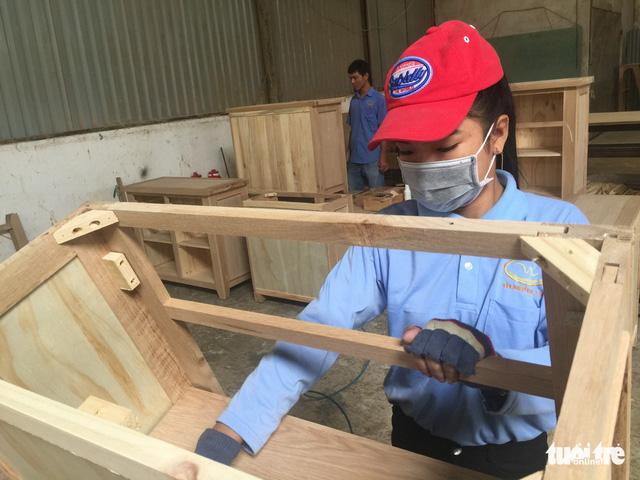 Doanh nghiệp gỗ Trung Quốc tràn sang, cảnh báo nguy cơ lẩn tránh thuế - Ảnh 1.