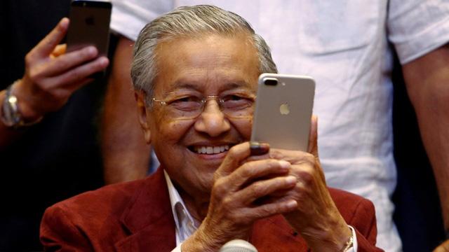 Thủ tướng Malaysia kêu gọi học giỏi tiếng Anh vì tương lai đất nước - Ảnh 1.