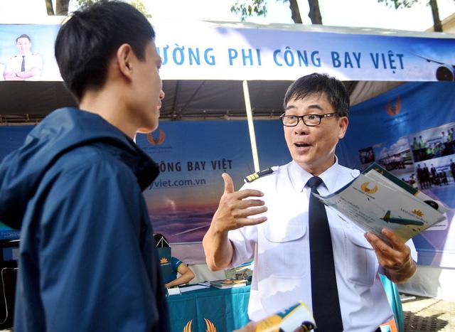 Đi nghe tư vấn, học sinh bất ngờ với ngành phi công