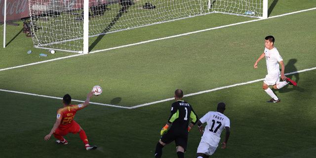 Thủ môn mắc sai lầm, Kyrgyzstan  thua ngược Trung Quốc ở trận ra quân Asian Cup 2019 - Ảnh 1.