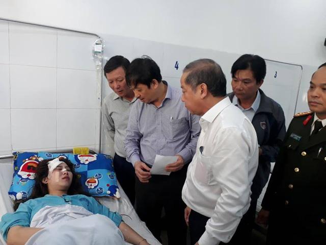 Hai tỉnh hỗ trợ nạn nhân xe khách lao xuống vực ở đèo Hải Vân - Ảnh 2.
