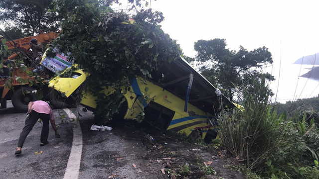 Hai tỉnh hỗ trợ nạn nhân xe khách lao xuống vực ở đèo Hải Vân - Ảnh 5.