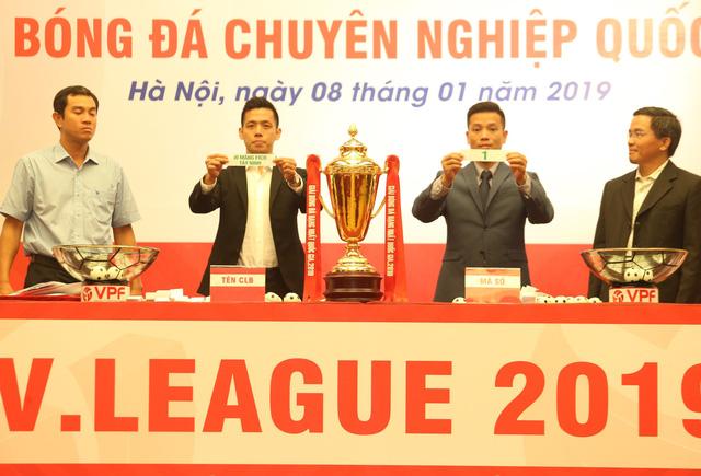 V-League 2019 sẽ áp dụng công nghệ VAR - Ảnh 1.
