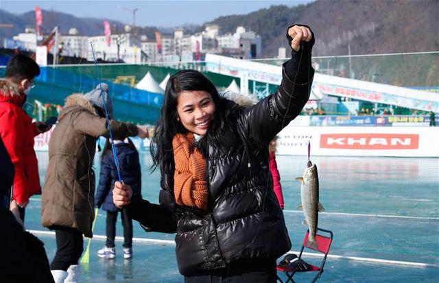 Đặc sắc Lễ hội câu cá trên băng ở Hàn Quốc - Ảnh 1.