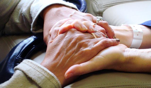 Những bệnh nhân ung thư trong năm đầu tiên phát hiện có nguy cơ tự tử cao hơn - Ảnh 1.
