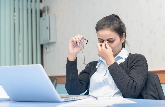 6 tình trạng sức khỏe thường thấy ở dân văn phòng - Ảnh 1.