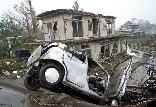 Siêu bão Hagibis xé toạc nhà cửa ở Nhật, đường sá chìm trong biển nước - Ảnh 10.
