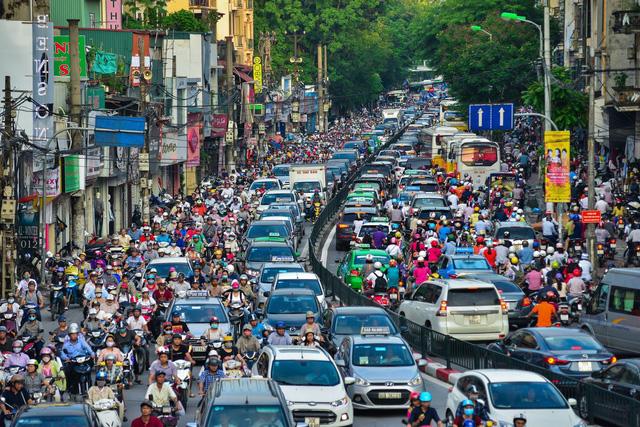 Kiểm tra đột xuất khí thải ôtô ở Hà Nội và TP. Hồ Chí Minh - Ảnh 1.
