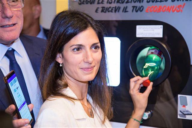 Italy tặng vé tàu điện ngầm miễn phí cho người dân tái chế chai nhựa - Ảnh 1.