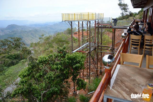Chậm xử lý các trạm dừng chân chui trên đèo Đại Ninh do hồ sơ nhiều sai sót - Ảnh 2.