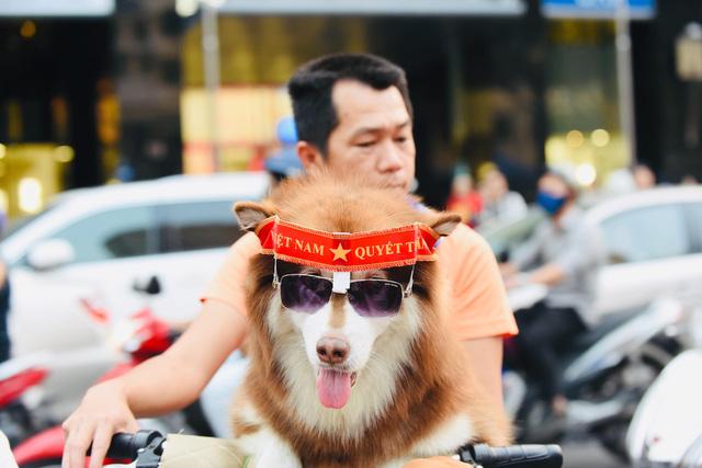 Người hâm mộ khắp nơi cổ vũ U22 Việt Nam đá chung kết SEA Games - Ảnh 3.
