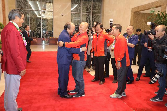 Thủ tướng chào đón các nhà vô địch bóng đá SEA Games - Ảnh 3.