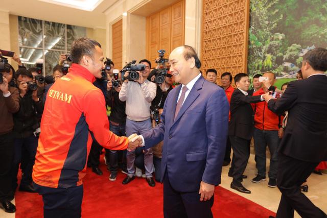 Thủ tướng chào đón các nhà vô địch bóng đá SEA Games - Ảnh 4.