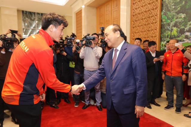 Thủ tướng chào đón các nhà vô địch bóng đá SEA Games - Ảnh 5.