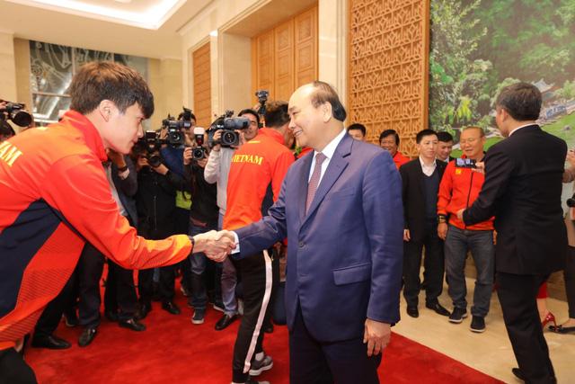Thủ tướng chào đón các nhà vô địch bóng đá SEA Games - Ảnh 6.