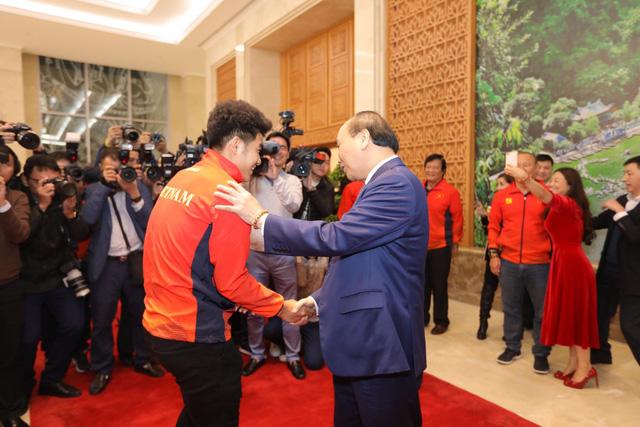 Thủ tướng chào đón các nhà vô địch bóng đá SEA Games - Ảnh 7.