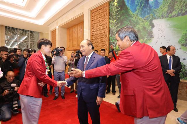 Thủ tướng chào đón các nhà vô địch bóng đá SEA Games - Ảnh 8.