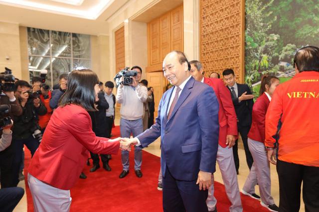 Thủ tướng chào đón các nhà vô địch bóng đá SEA Games - Ảnh 1.