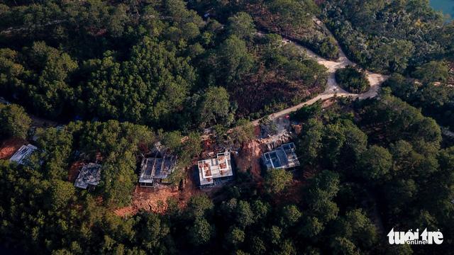 Lại lấn rừng phòng hộ hồ Tuyền Lâm Đà Lạt xây công trình sai phép - Ảnh 1.