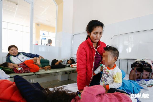 57 trẻ em bị ngộ độc sau khi dùng thức ăn từ thiện - Ảnh 2.