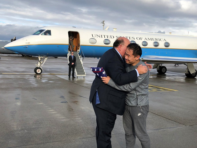 Mỹ và Iran trao đổi tù nhân, Tổng thống Trump khen đàm phán công bằng - Ảnh 1.