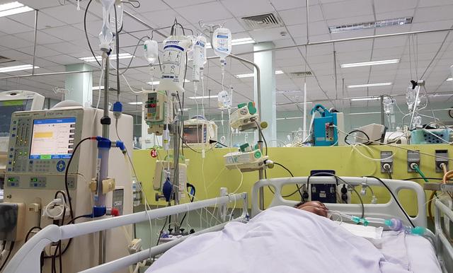Truyền Ethanol nguyên chất vào dạ dày bệnh nhân nghi uống rượu cồn công nghiệp  - Ảnh 2.