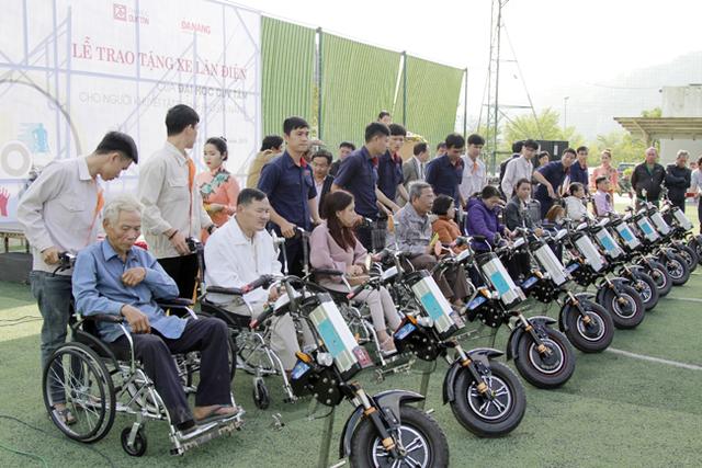 ĐH Duy Tân chế tạo xe lăn điện cho người khuyết tật Đà Nẵng - Ảnh 4.