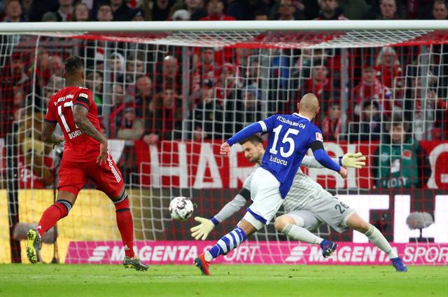 Đè bẹp Schalke, Bayern còn kém Dortmund 5 điểm - Ảnh 2.