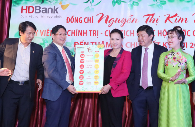 Chủ tịch Quốc hội thăm, chúc Tết HDBank, Vietjet - Ảnh 4.