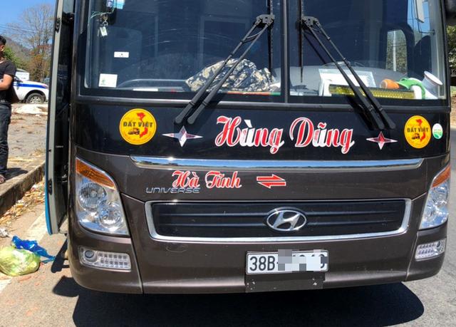 Xe khách 42 chỗ chở 60 người, tài xế dùng ma túy đá - Ảnh 1.