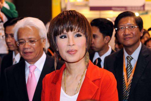 Công chúa Thái Lan xin lỗi dân sau khi bị hủy tư cách tranh cử thủ tướng - Ảnh 1.