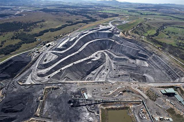Lo biến đổi khí hậu, Úc từ chối cấp phép khai thác than - Ảnh 1.