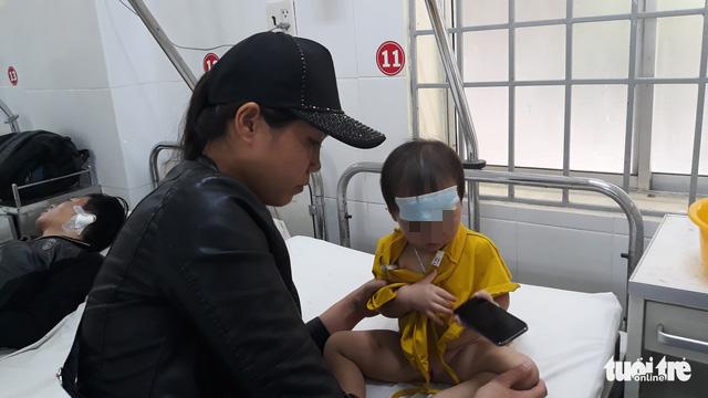 Vụ lật xe khách ở Khánh Hòa: Gãy xương sườn nhưng tôi tìm vợ trước tiên - Ảnh 3.