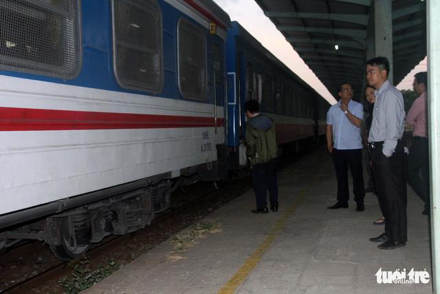 Tàu trật bánh tại Đồng Nai, đường sắt Bắc - Nam tê liệt nhiều giờ - Ảnh 2.
