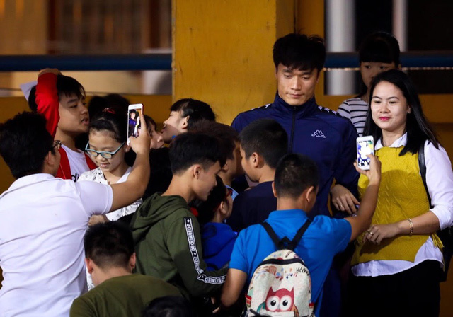 Bùi Tiến Dũng không thể dự trận đấu với Shandong Luneng - Ảnh 1.