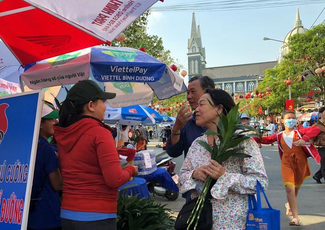 Sẽ có hàng vạn du khách dự lễ hội Chùa Bà ở Bình Dương - Ảnh 1.