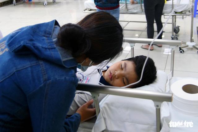 Hàng chục học sinh nhập viện cấp cứu nghi bị ngộ độc - Ảnh 4.