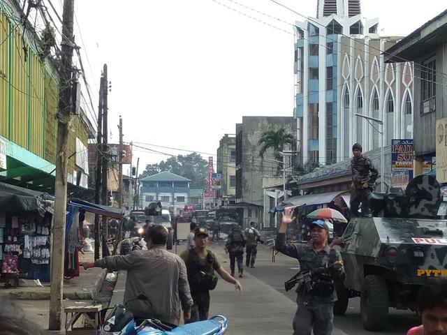 Giao chiến với khủng bố, binh sĩ Philippines thiệt hại nhiều hơn - Ảnh 1.