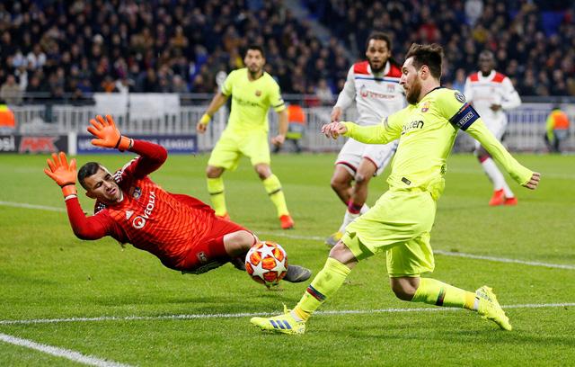 Lyon kiên cường cầm chân Barcelona - Ảnh 1.