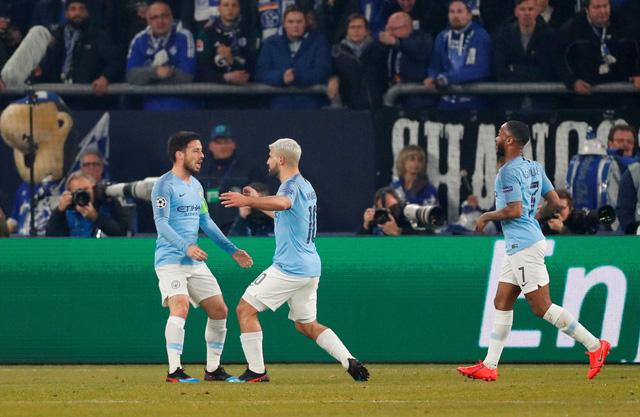 10 cầu thủ M.C lội ngược dòng thắng nghẹt thở Schalke - Ảnh 1.